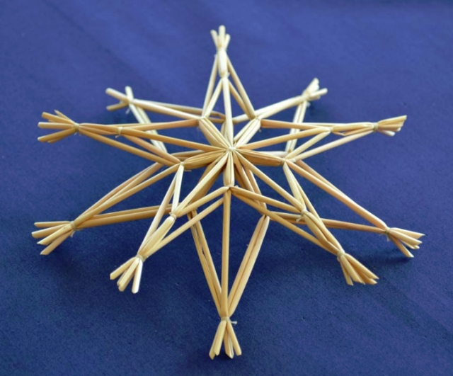 A tied straw star. Photo source