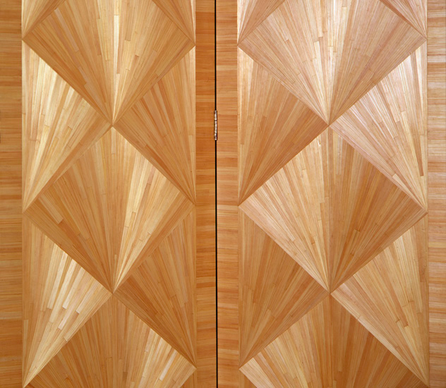A gorgeous example of straw marquetry. Photo source
